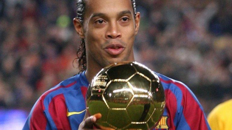 """Роналдиньо със """"Златната топка"""" в периода, когато беше безспорният номер 1 в света"""