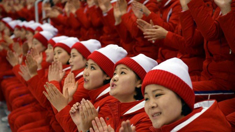 """Говори се, че корейските мажоретки са избрани от престижни университети на базата на """"външен вид и идеология"""""""