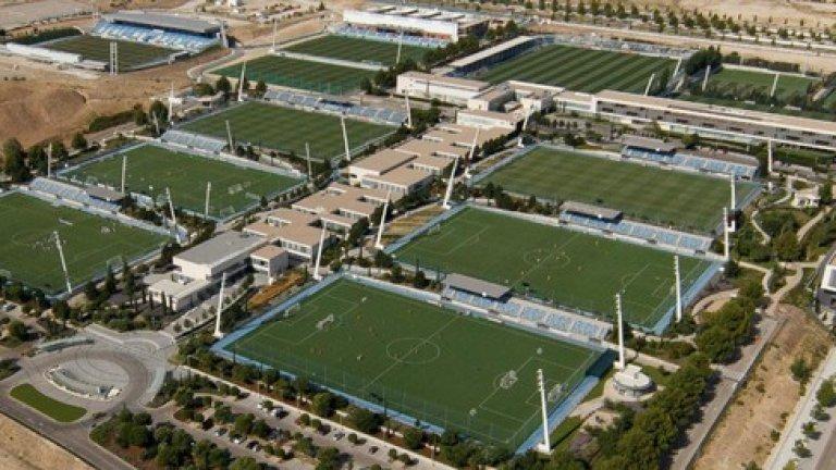 Ciudad Madrid, Реал Мадрид Комплексът разполага с три изкуствени терена и десетина с естествена настилка.