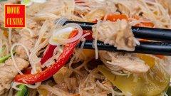 Пиле с оризови спагети и зеленчуци