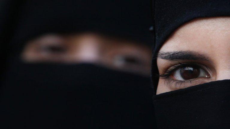 """Бунтовниците от """"Ислямска държава"""" следват строги """"правила"""" - от отношението към девственици до причини за побой"""