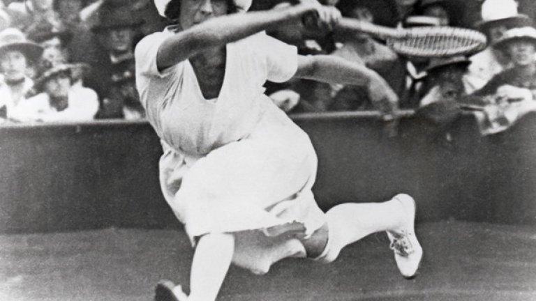 2. Париж 1900: Жени?! 20 години преди жените в САЩ да имат право да гласуват, са допуснати да се състезават на олимпийските игри. Не са допуснати до всички спортове обаче, а само до пет: тенис, езда, ветроходство, крикет и голф.