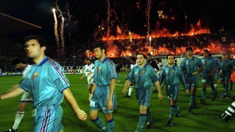 """Стадионът във Флоренция е в пламъци. """"Виола"""" посреща Барса в Шампионската лига през 1999-а."""