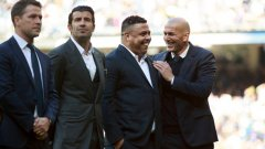 """Легендите се събраха на """"Сантяго Бернабеу"""" в знак на уважение към Кристиано Роналдо, който показа """"Златната топка"""" на феновете на Реал."""