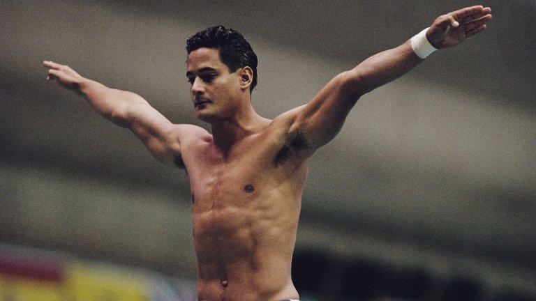 Великият шампион оцвети басейна с кръвта си, но не разкри, че е болен от СПИН