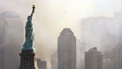 След 11 септември 2001-а - статуята е тук, но свободата вече я няма...
