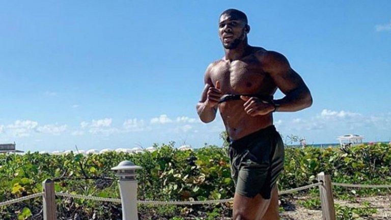 За разлика от доста други в тежка категория, Джошуа включва и тичане в тренировките си