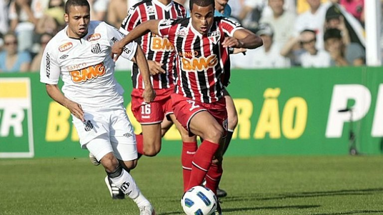 Националният халф Лукас Силва отбеляза гола за Сао Пауло след страхотен пробив на дербито със Сантос, завършило 1:1