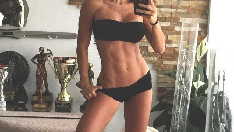 9. Не подкрепя безсмисленото снимане гола, въпреки че захвърли всички дрехи за венецуелското издание на Playboy през януари 2012-а. Оттогава не е позирала чисто гола, или поне не по такъв начин, че всичко да е на показ.