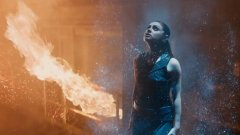 Мила Кунис играе обикновено момиче, което изведнъж се озовава в центъра на някакви непонятни за нея междугалактически битки