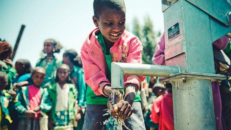 Фондацията на Суботич осигурява достъп до чиста вода на хиляди хора в Етиопия, помага и за образованието на децата
