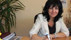 Цвета Караянчева е инженер по образование, депутат в три поредни състава на Парламента