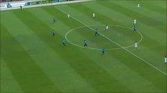 Роналдиньо не спира да изумява (видео)