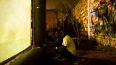 Благодарение на доброволците и програмите на FilmAid стотици хиляди хора в бежански лагери по света се докосват до магията на киното, за да облекчат болезненото си ежедневие...