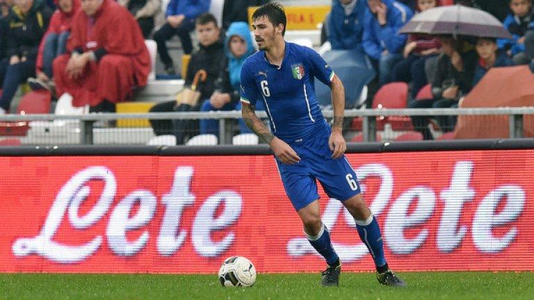 Алесио Романьоли, Милан, 21 години Италия знае какво е да има страхотни централни бранители - Барези, Бергоми, Неста, Канаваро... Ако Романьоли продължи да се развива по този начин, спокойно може да се доближи до споменатите легенди.