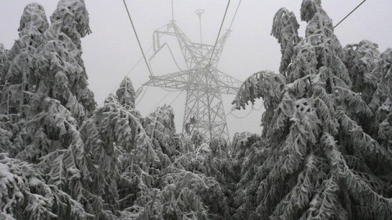 Между другото, често големият виновник за прекъсването на тока по време на сняг е държавното ЕСО
