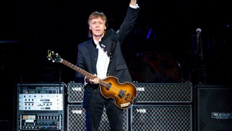 """Paul McCartney - Live And Let Die (""""Джеймс Бонд: Живей, а другите да умрат"""") Тръгнахме в анонса с парчето на Били Айлиш за новия филм от поредицата за Джеймс Бонд, няма как да не включим някоя и друга песен, посветена на 007. В случая сър Пол Макартни е един от безспорните претенденти за """"Най-култово Бонд парче""""."""