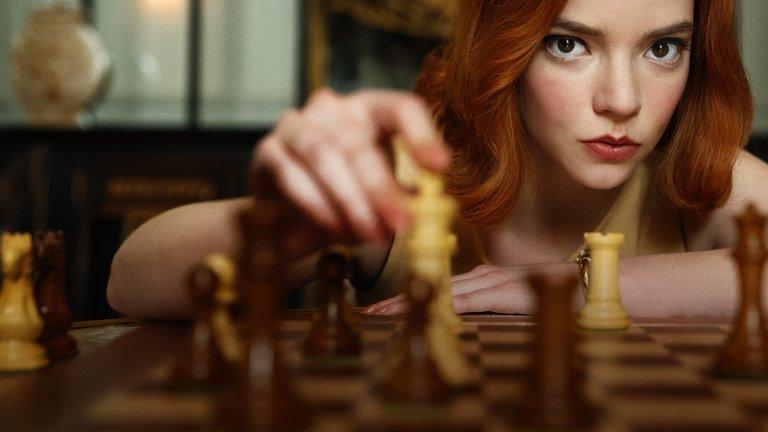 The Queen's Gambit - Netflix  Историята на едно малко момиче сираче и нейния път към върха на световния шахмат успя да спечели милиони фенове тази година. Аня Тейлър-Джой успява да влезе в ролята отчуждена от света Елизабет, за която единственото сигурно нещо в живота е шаха - игра, научена от чистача в дома за сираци. Елизабет ще се бори с това да намери своето място сред хора, които я обичат, с пристрастеността си към LSD, а по пътя ще я води постоянната нужда да побеждава.