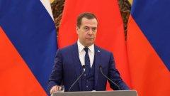 """Дмитрий Медведев няма да води листата на """"Единна Русия"""" за изборие и това значи много"""