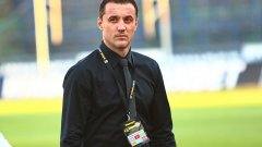 От самото начало Генчев се отличаваше от всички останали треньори в новата ера на Лудогорец - той е бивш футболист на този отбор, бивш съотборник с някои от футболистите, които днес ръководи. Засега това му помага много