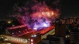 Огромен огнен лъв се разходи на стадион в Аржентина
