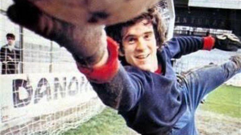 Луис Арконада е сред футболистите, които отдават цялата си кариера на един-единствен отбор. Роденият в Сан Себастиан вратар е продукт на академията и пази за Реал Сосиедад в продължение на 15 години, записвайки над 400 мача за клуба. Печели Ла Лига през 1980/81 и 1981/82, Купата на Испания през 1986/87 и Суперкупата през 1982 г. Пази и за националния отбор, с който стига до сребърните медали на Евро 1984.