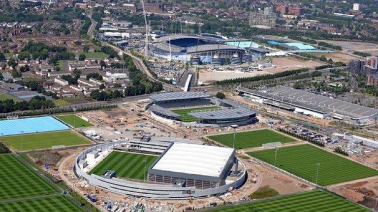 """Така изглежда комплексът, който ще накара целия футболен свят да завижда. В дъното е стадион """"Етихад"""", който също е произведение на изкуството. На него играе първият тим."""