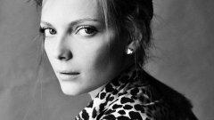 В ранните си двадесет, тя вече се е снимала за много световноизвестни марки и списания. Била е на корица на румънския Elle и на немската Grazia.