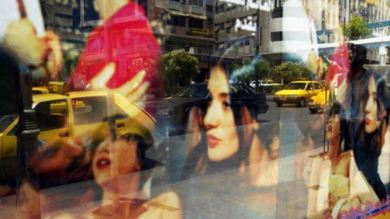 Властите и религиозните в Иран имат извратена представа за секса в Западния свят... или поне така им изнася да говорят