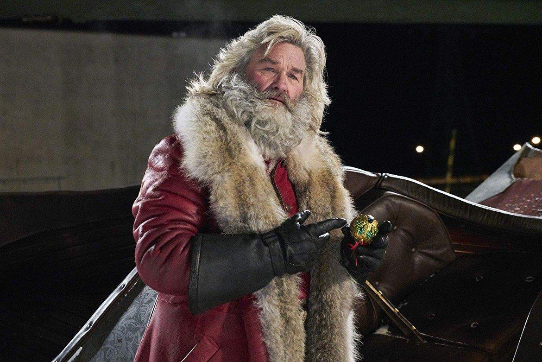 """""""Коледните хроники"""" (2018)  Един от интересните филми за Коледа е на Netflix. В """"Коледните хроники"""" от 2018 г. Кърт Ръсел е в ролята на Дядо Коледа. Кимбърли Уилямс-Пейсли и Оливър Хъдсън още повече обогатяват актьорската игра - след като губят баща си, техните герои имат забавна и интересна среща с Дядо Коледа. Тя им помага да си върнат коледния дух. Макар някои сцени да са смешни, филмът има и тъжна страна."""
