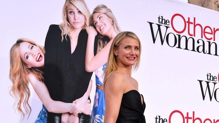 """Филмът """"Маската"""" обръща живота ѝ с главата надолу През 1994 година филмът """"Маската"""" преобръща живота ѝ. Тогава тя е на 21 и без никакъв опит в актьорската професия, затова и след като е удобрена за ролята започва да взима уроци. За ролята си като салонна певица Диас е номинирана за няколко награди и получава определението """"секс символ"""", което я преследва до края на кариерата ѝ."""