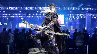 Бъдещетона гейминг гиганта, радвал се десетилетия наред на успешни франчайзи и верни фенове, определено не изглежда розово с оглед на разследванията. (на снимката: статуя на Силванас Уайлдрънър - един от персонажите в Warcraft и World of Warcraft)
