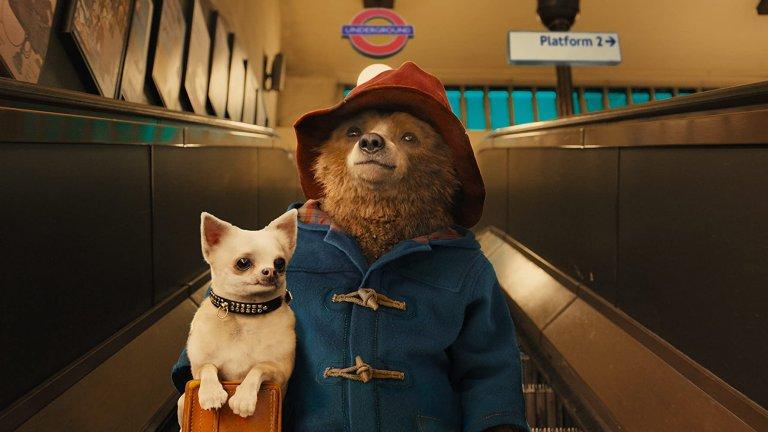 """""""Падингтън""""  Мечето Падингтън обича всичко британско и когато пристига в Лондон, няма как да не е запленено от всичко, което го заобикаля. Оттам нататък идват приключения, обрати и куп абсурдни моменти. Не отписвайте """"Падингтън"""" като твърде инфантилен, със сигурност ще се разсеете приятно и ще се отпуснете, докато гледате филма, който, ако трябва да сме честни, е наполовина анимационен."""
