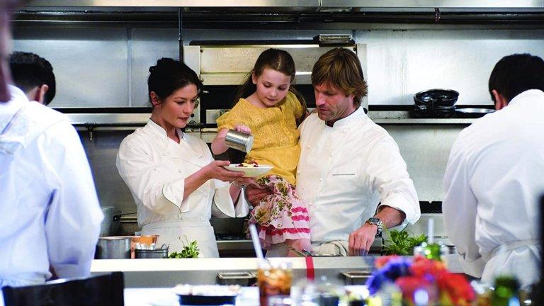 """""""Без резервации"""" (No Reservations) Този филм няма претенции да бъде кино шедьовър, но е лек, разтоварващ, забавен и остроумен – всичко, което ни се иска в някой труден момент. А и е пълен с вкусни ястия, от които да черпите вдъхновение за подвизи в кухнята. В главната роля е Катрин Зита-Джоунс – шеф-готвач с амбиции да докаже, че има своето място в един подчертано мъжки свят. Като капак на оправната Кейт ѝ се налага да поеме грижите за племенницата си, която остава без майка, докато в същото време сервира неустоими ястия на елита на Манхатън."""