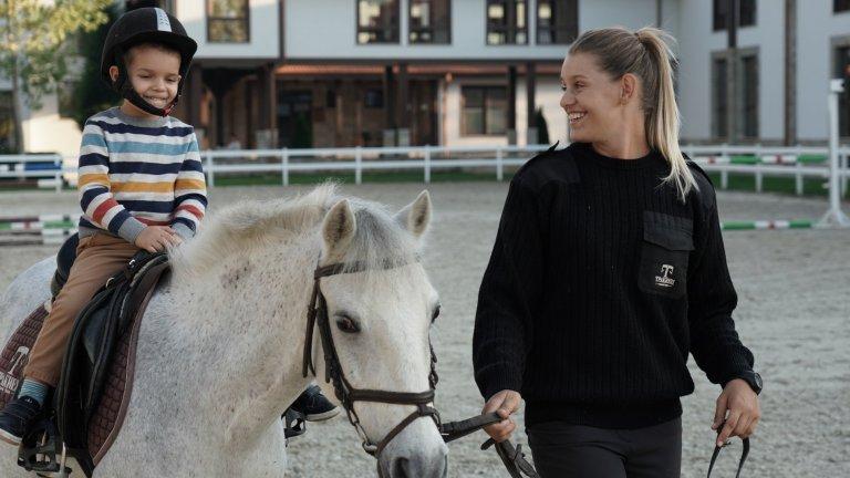 Общуването с конете, както и ездата имат огромни ползи за детското здраве
