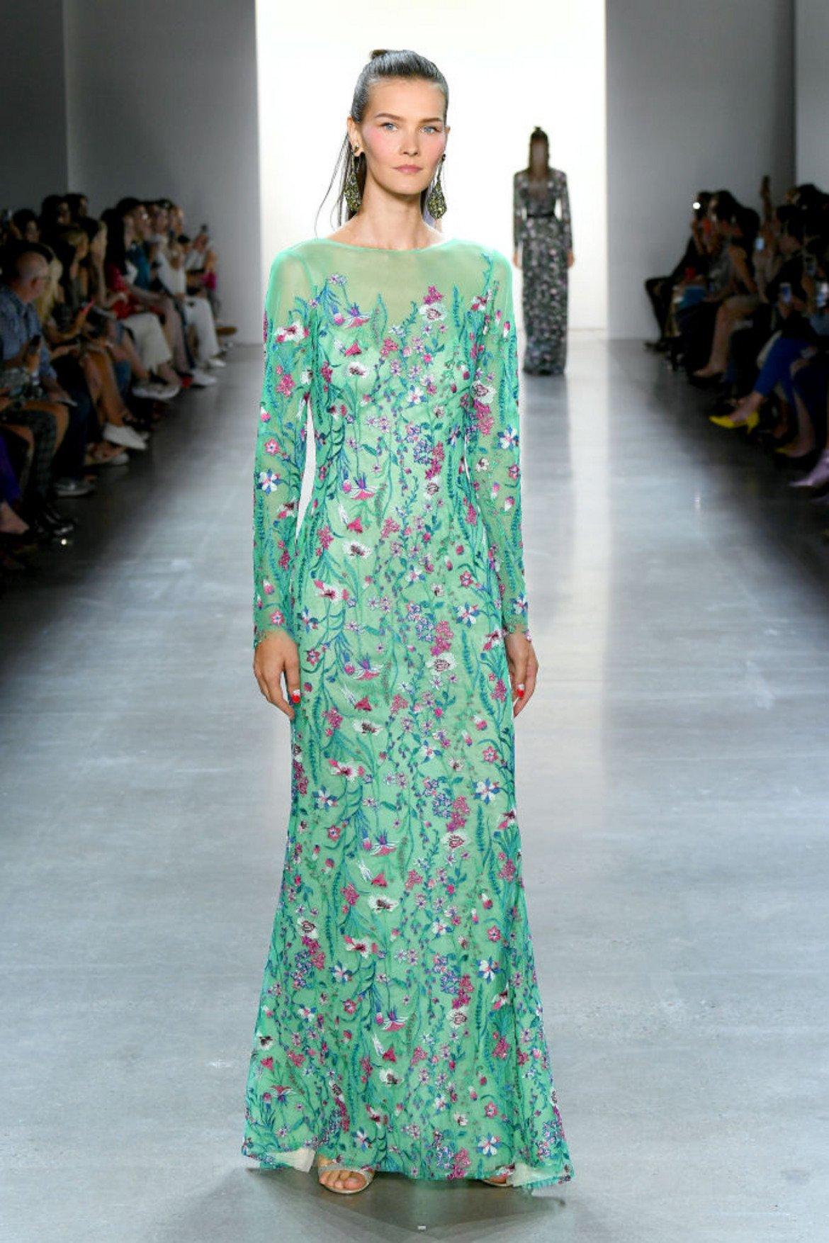 Бискайско зелено (Biscay Green)  Това е зелено като от Бискайския залив. С асоциацията  за мента носи усещане за лекота и свежест.  Модел на Тадаши Шоджи от колекцията му пролет/лято 2020, представена на Седмицата на модата в Ню Йорк миналия септември.