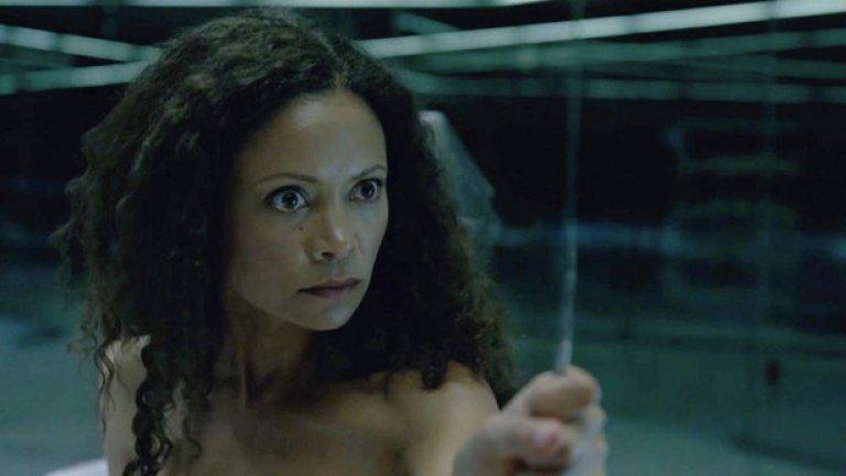 Вторият най-интересен герой в сериала е Мейв (изиграна от Танди Нютън) - мадам в публичен дом, чиято съдба сякаш е предначертана да се съюзи с Долорес