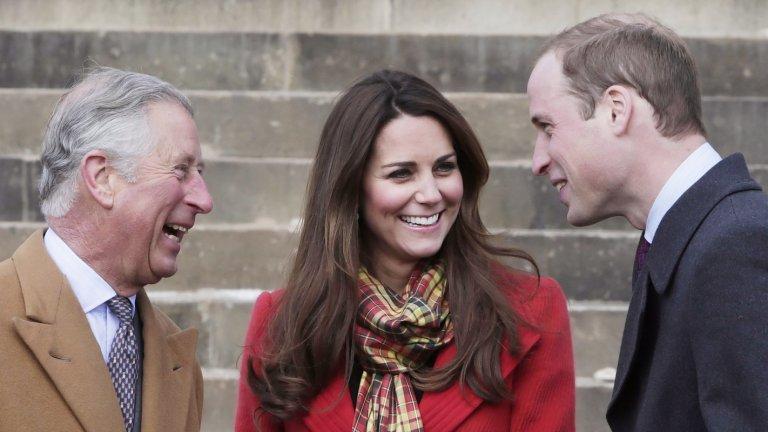 Надеждата умира последна  Дълголетието на Елизабет II повдига въпроса възможно ли е Чарлз така и да не дочака короната и вместо това тя да се озове на главата на сина му Уилям, следващ в линията на престолонаследниците.  Накратко: не е възможно. Великобритания е наследствена монархия. Дори да иска, Елизабет II не би могла да прескочи сина си и да даде короната на внука си. Просто такава е традицията.