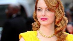 Колекционираме само прически!  Разгледайте галерията, изберете най-добрите прически, ползвайте Dove и заминавайте навън да вдигате кръвното налягане на противоположния пол...  Ема Стоун: Рядко този цвят коса изглежда толкова брилянтно. Но при Ема Стоун наистина е така. Разбира се, тя има бяло лице и светли очи. Ако сте в по-тъмната цветова гама, може би е желателно да се въздържите от този цвят