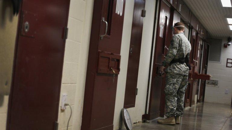 """Кадър от Гуантанамо, най-строго охраняват затвор в света, където САЩ все още държи предполагаеми членове на """"Ал Кайда"""""""