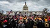 Националната гвардия ще изпрати до 15 хиляди войници във Вашингтон. Мерките се взимат след като подкрепящи Доналд Тръмп проникнаха в сградата на Конгреса на 6 януари (на снимката).