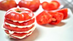 Розовият домат няма нужда от обработка или много овкусяване