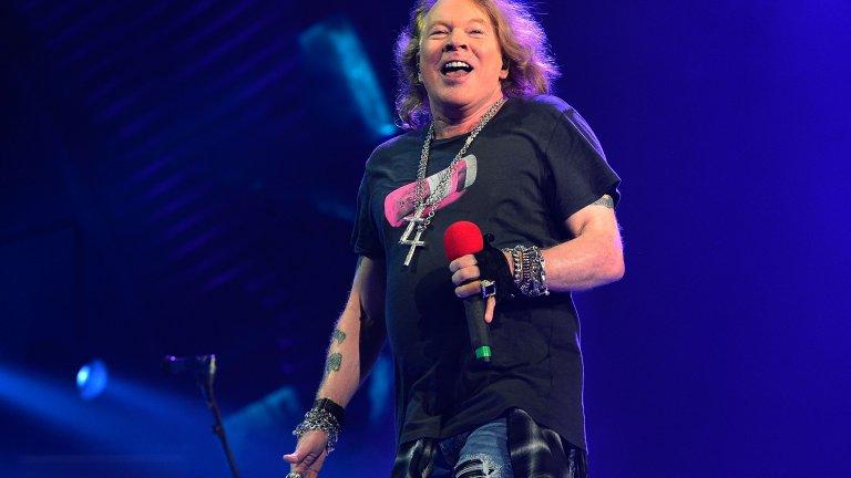 Пише Sweet Child of Mine за един ден  Sweet Child of Mine е сред най-големите хитове на Guns N'Roses, но се оказва, че тя не се е появила след много-много мислене. Аксел чува случайните импровизации на китариста Слаш в репетиционната и ги навързва с текст, посветен на Ерин Евърли, дъщерята на Дон Евърли, член на Everly Brothers. Резултатът е един безсмъртен хит.