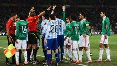 Играчите и на Аржентина, и на Мексико недоволстват от съдията Роберто Росети
