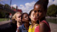 """""""Cuties"""" показва как социалните мрежи карат малки момичета да имитират секси поведението на зрели жени"""