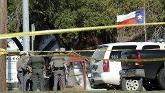 26 убити при стрелбатa в църква в Тексас