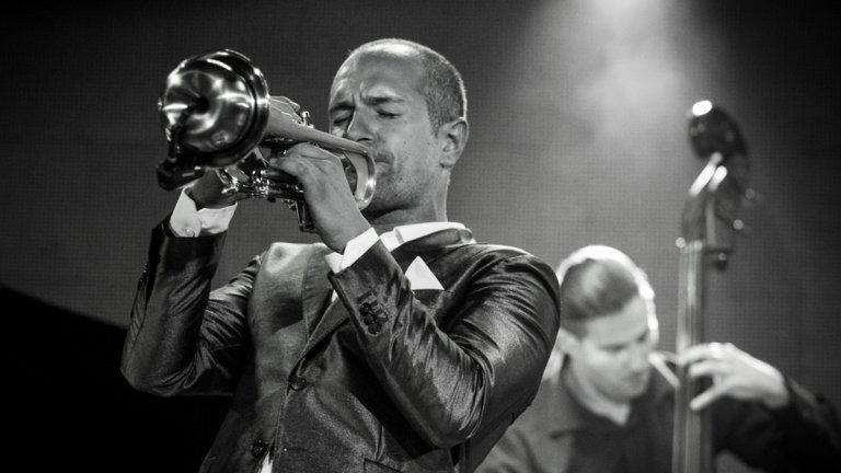 Когато джазът е от Дубай, а пианото и тромпетът – от България