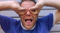 35-годишния Реми Гаяр превърна маскировката и вършенето на идиотщини в бизнес