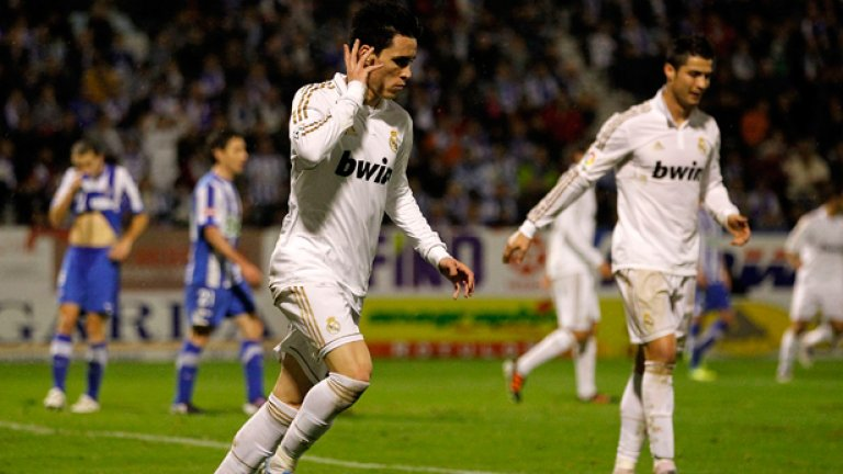 Хосе Кайехон Той е продукт на Кастия, но бе продаден на Еспаньол. След това Реал си го върна, но през 2013-а го продаде в Наполи.