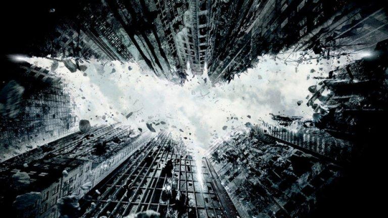 """5. """"Черният рицар: Възраждане""""""""Черният рицар: Възраждане"""" е плосък, но претенциозен филм с тотално сгрешена структура, объркан ритъм и хаотична драматургия. Образът на Бейн и изпълнението на Том Харди са престъпно пропилени, а финалът е подигравка. Музиката на Ханс Цимер обаче е превъзходна."""